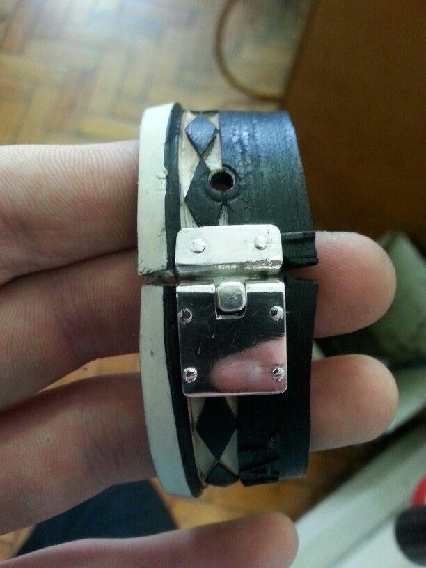 Box catch bracelet