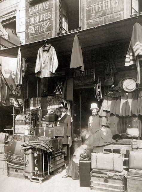 Paris - Luggage Store, rue Dupetit Thouars, 1910-1911  Eugene Atget