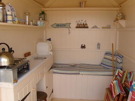 Bed Beach Hut - interior