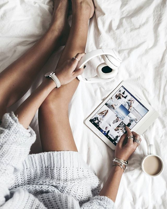 Relaxing with some music, pinterest and a cup of cocoa - @kimwouters98