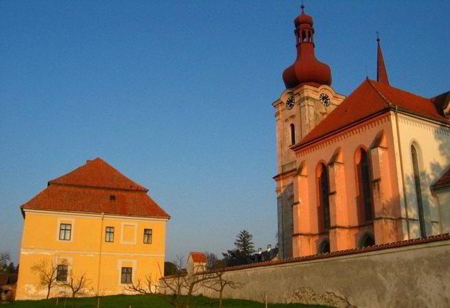 Kudy z nudy - Kostely, které předpovídají smrt a další zajímavá místa na…