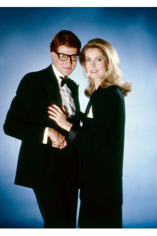 Yves Saint Laurent et Catherine Deneuve http://www.vogue.fr/mode/inspirations/diaporama/belles-en-smoking/4685/image/374632#yves-saint-laurent-et-catherine-deneuve