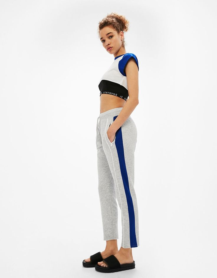Παντελόνι από φούτερ τεχνικό ύφασμα με ρίγα στο πλάι - Παντελόνια - Bershka Greece