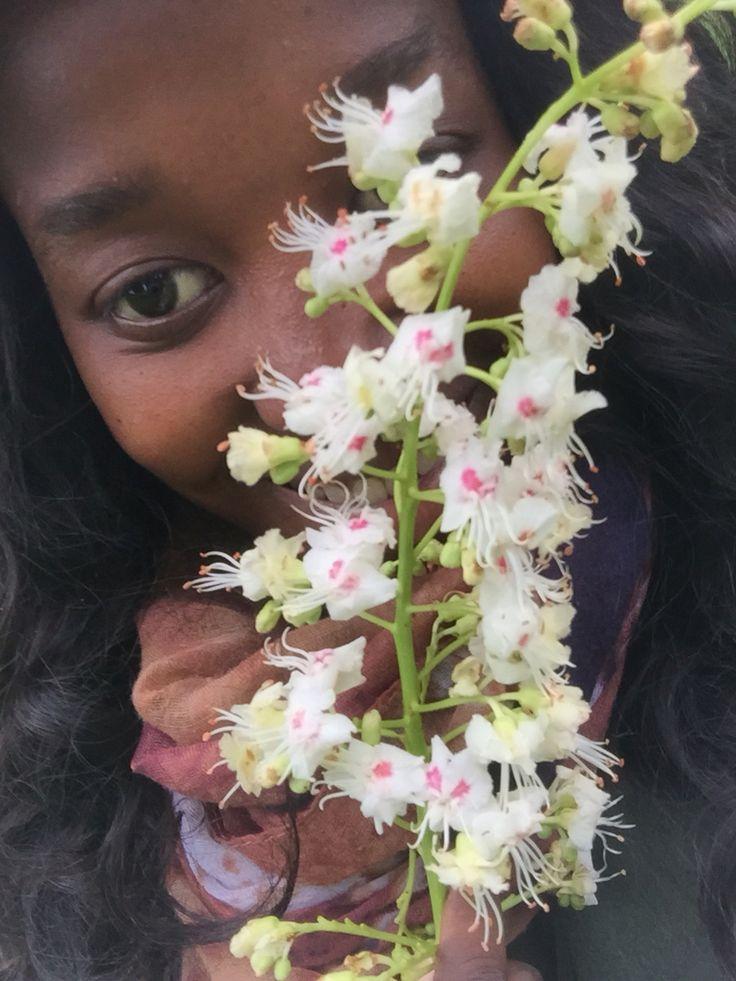 Blumen Mädchen im E-Garten