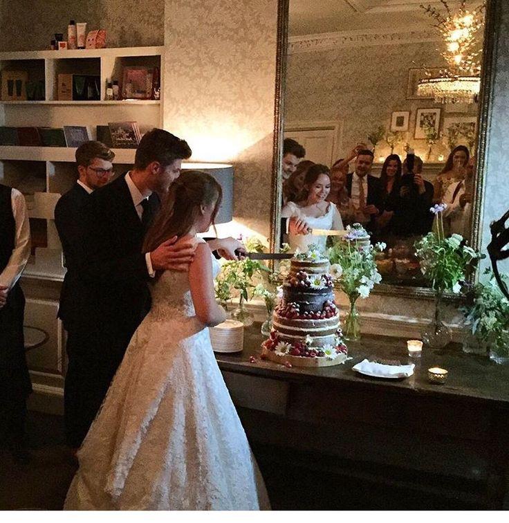 Tanya Burr And Jim Chapman Wedding Cake