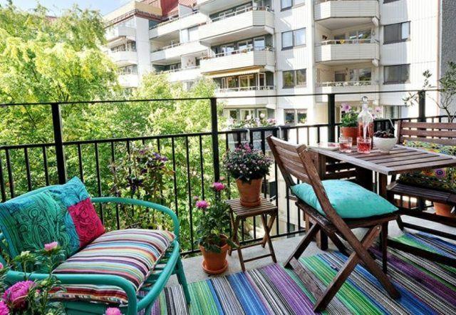 kleiner balkon boden teppich outdoor bunt gestreift
