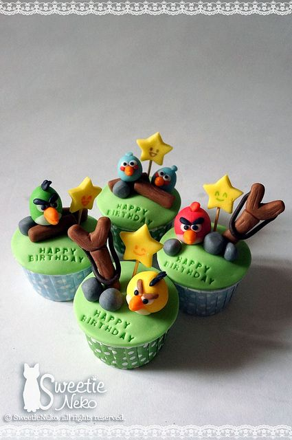3D Angry birds cupcakes by SweetieNeko Homemade Sweets, via Flickr