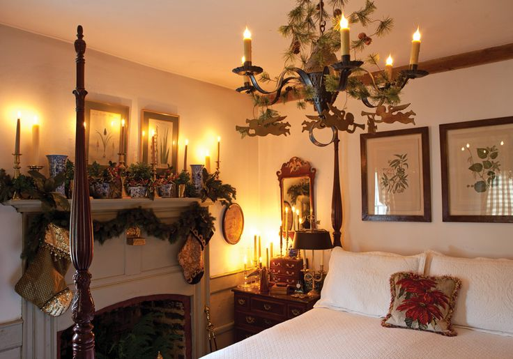 Christmas in a Williamsburg Wonderland. Great décor to make a guest feel right at home at Christmas.