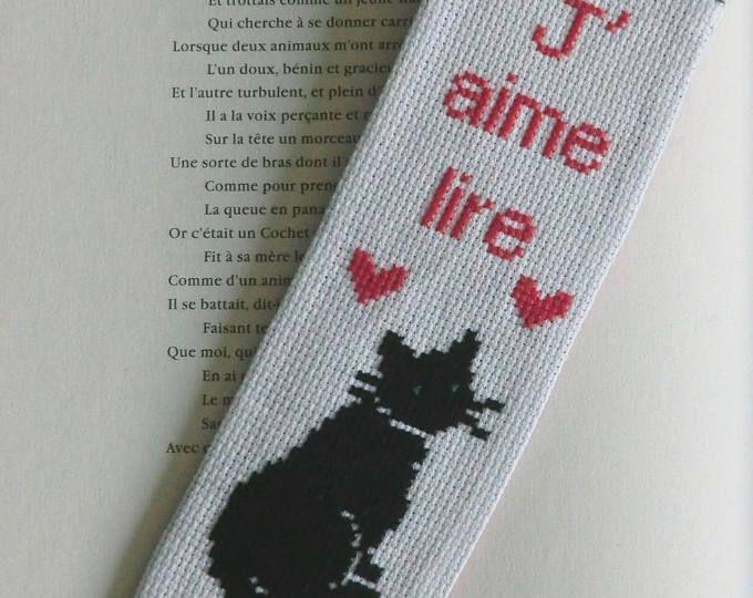 Marque-page - Chat noir- Coeur rouge - Modèle Unique - En tissu Coton - Brodé à la main - 7cm X 20 cm - 100% Fait Main