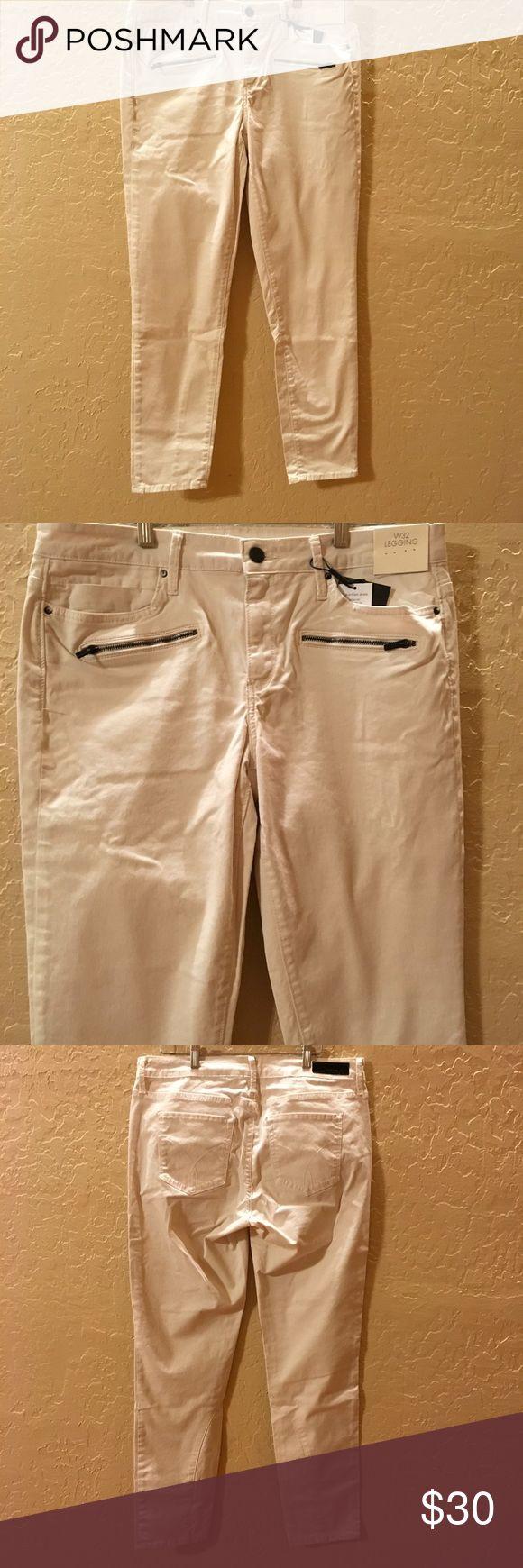 "NEW Womens 32X29 Calvin Klein Cream Jean Legging NEW with Tags Women's Calvin Klein Jeans Legging  Skinny  Color: Cream (Misty) White  Size 32X29  Measures:  34"" Waist 29"" Inseam Pet & Smoke free home  IT#922 Calvin Klein Jeans Skinny"