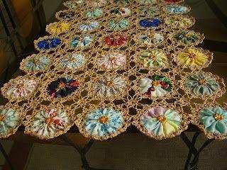 ~ Fabric Yo-Yos & Crochet ~ Gotta do this....