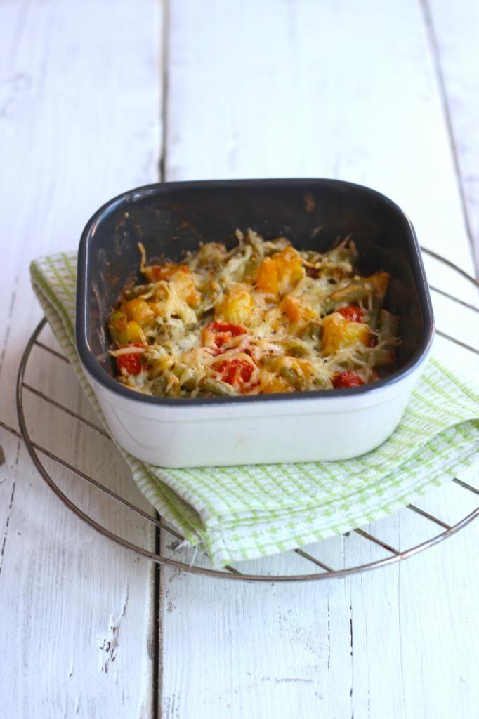 Aardappel ovenschotel met sperziebonen, cherrytomaatjes en ui - Lekker en Simpel
