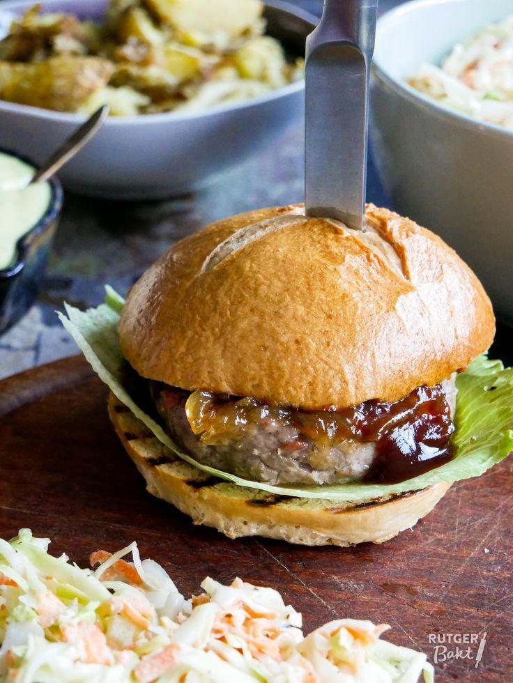 Zelfgemaakte hamburgers en broodjes van Julius – recept