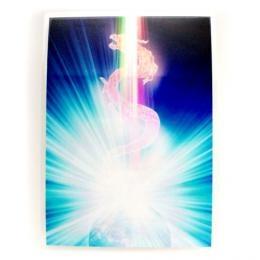 セブンレイズ(7つの光)を統合したパワフルな聖なるドラゴンです。魂の導き手であり、進む道の守り手として、地球に生きるすべてのものを守護してくれています。私たち皆が愛と慈しみに沿って生き、波動を上げていくこと、光へ向うサポートをしてくれています。ドラゴンは、天に与えられた使命を遂行する存在です。そして同じように天に与えられた使命に同意をし、驕ることなくその能力を扱う人(ヒーラー、カウンセラーなど)を守護する存在です。そういう人の中には、普通の生活に馴染めないタイプの方もいます。しかしあなたは決して一人ではなく、ドラゴンはつねにあなたを護り導いてくれています。心を許せる仲間を引き寄せようともしてくれています。あなたは流れに身を委ねて、だただありのまま、自分を受け入れれば良いのです。またドラゴンは、時が満ちたときにだけ空高く飛びたちます。あなたが空高く飛び立っていくその時をじっと待ち、見守っています。そしてやむにやまれぬ衝動と情熱であなたが飛び立っていけるようサポートをもたらしてくれているのです。