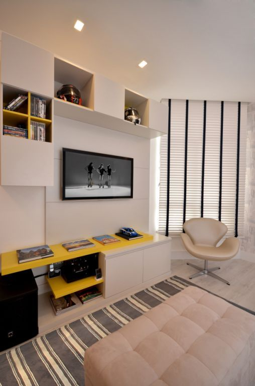 Rack amarelo em sala tv, sala de estar,