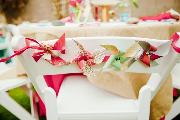 pinwheels on back of guest tables: Chairdecor, Summer Picnics, Pinwheels Garlands, Chairs Decor, Pinwheels Chairs, Parties Ideas, Chairs Back, Wedding Chairs, Chairback
