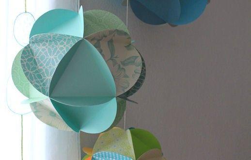 tuto un mobile de globes de papier fold it bricolage. Black Bedroom Furniture Sets. Home Design Ideas