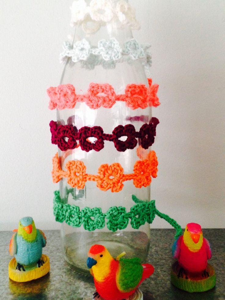Pattern/patroon Flower bracelet crochet / bloemetjes armband haken door EssiesEtsys op Etsy https://www.etsy.com/nl/listing/228373209/patternpatroon-flower-bracelet-crochet