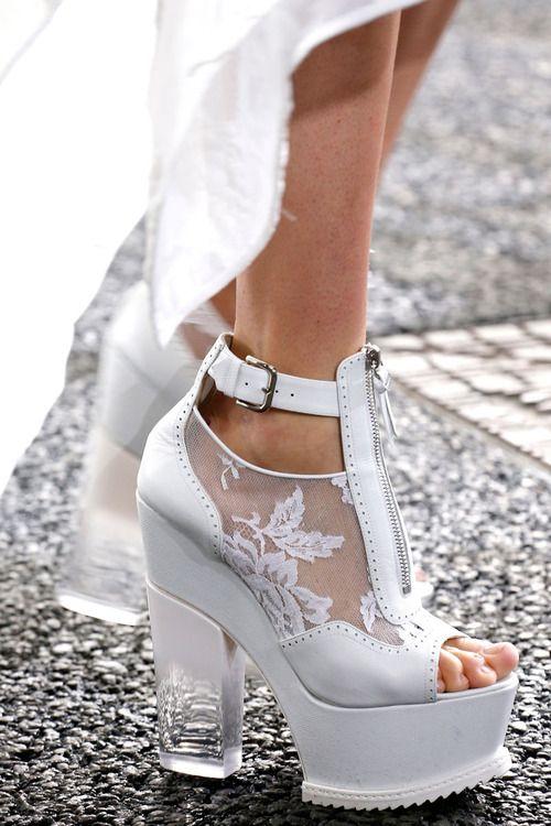zapatos locos! que raros!!