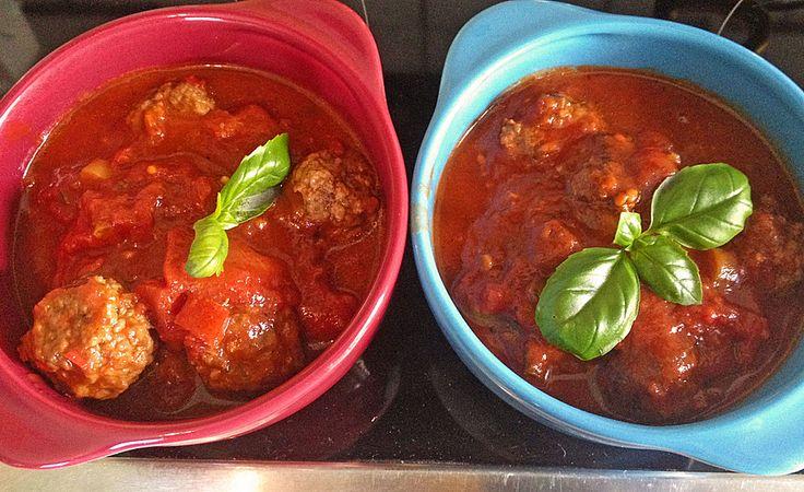 Rinderhackbällchen in Tomatensoße, ein leckeres Rezept aus der Kategorie Dünsten. Bewertungen: 4. Durchschnitt: Ø 3,8.