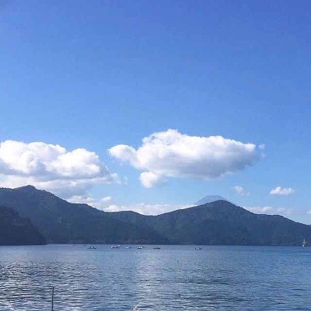 【anna5ll】さんのInstagramをピンしています。 《🌈✨箱根芦ノ湖💕✨ #箱根 #芦ノ湖 #箱根ホテル #134 #湘南 #富士山 #JAPAN #家族 #fantastic #japan_of_insta #真冬の空 #interesting #good #love #sky #散歩 #のんびり #sea #instaphoto #gold #japan_of_insta #shot #sky_shot #sea #いまそら #森》