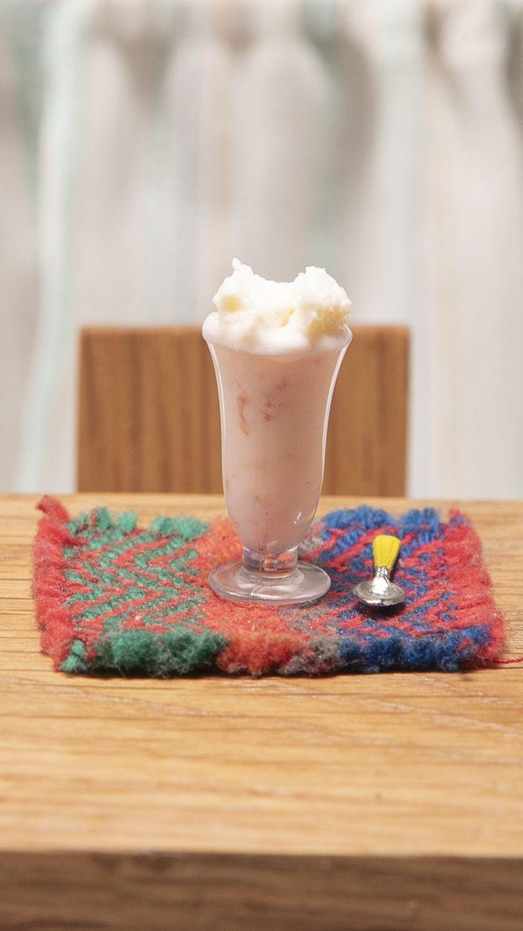 ¿Mucha sed? ¡Nada mejor que calmarla con este Licuado! 😂 Tiny Cooking, Tiny Food, Miniature Crafts, Food Videos, Glass Of Milk, Barbie, Baking, Small Things, 3