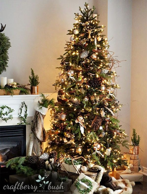 The Norway Spruce Narrow Christmas tree features deep green needles, with accents of light green, which adeptly create the look of healthy new growth.