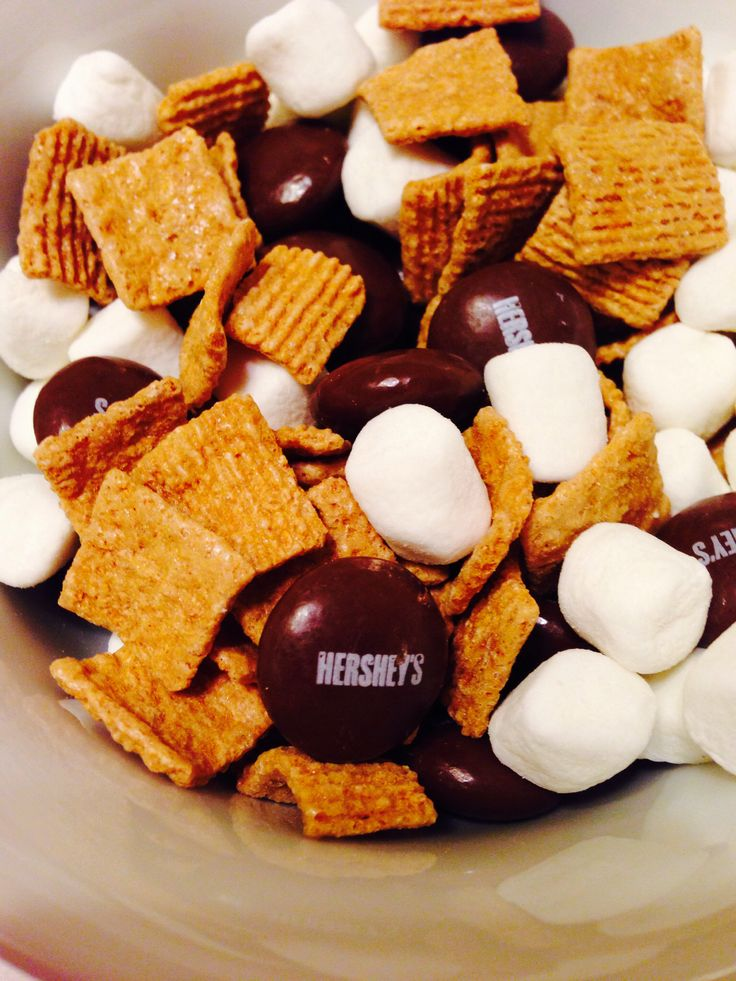 Delicious s'mores homemade trail mix: Golden Graham's, Mini Marshmallows & Hershey's Drops. Easy to make & no mess!