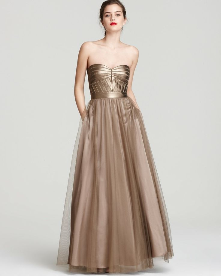 robe de bal couleur or avec bustier par Aidan Mattox