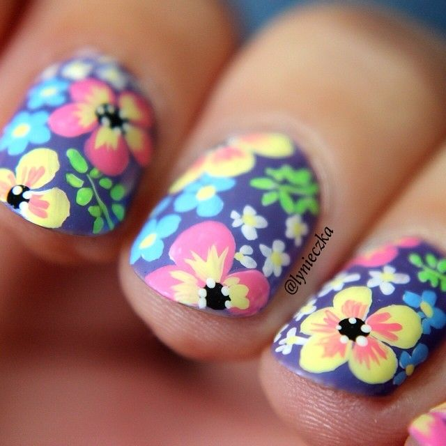 Floral Nail Art by @lynieczka