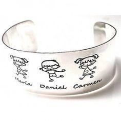 Pulsera o brazalete de plata de primera ley rígido personalizado con niños grabados, de 2,5 cm de ancho y los nombres personalizables a elegir. Indicar en comentarios del pedido
