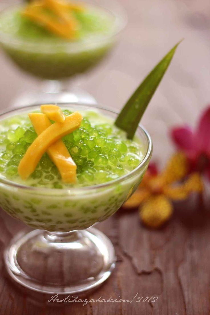 Cook 100 gr tapioca pearls with pandan flavour, 300 ml water, 30 gr sugar, until pearls done. In another pot heat 150 ml coconut milk, 1/4 tsp salt, 1 pcs pandan leaf until it begins to boil, remove from the heat. Mix pearls with the coconut sauce and garnish with jackfruit and pandan leaf. Yummi!!