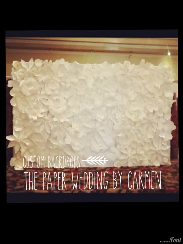 Custom paper flower backdrops by The Paper Wedding by Carmen