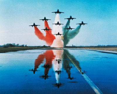 airplanes-formation-taking-off. Think about the straight lines from an underneath perspective.