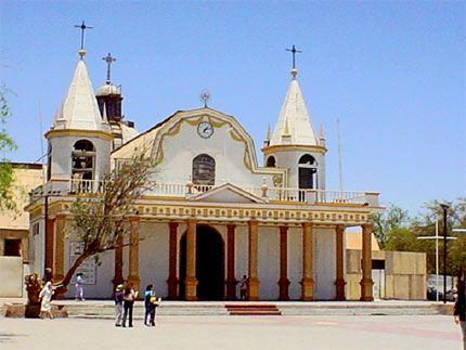 Iglesia en el pueblo de La Tirana, Tarapacá, I Región :: Arte en Chile - Fotografías Patrimoniales