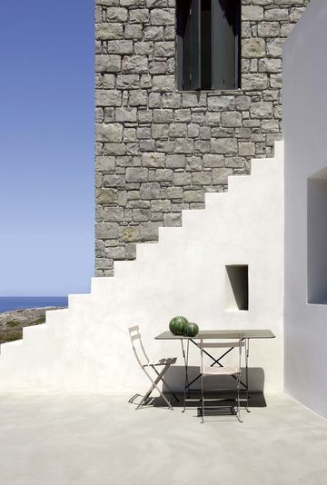 Secret passing - architect house / passage secret devant la maison d'architecte | More photos http://petitlien.fr/maisonarchigrece