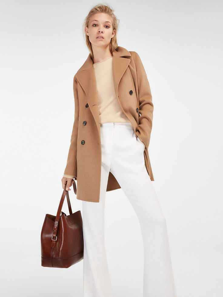 Camel coat, made of a delicate wool blend. Straight cut, notch lapel collar, undercollar with matching leather and double button fastening. Two side pockets, long sleeves with side slit detail, back vent and lining. The back length for size 36 is 80 cm.