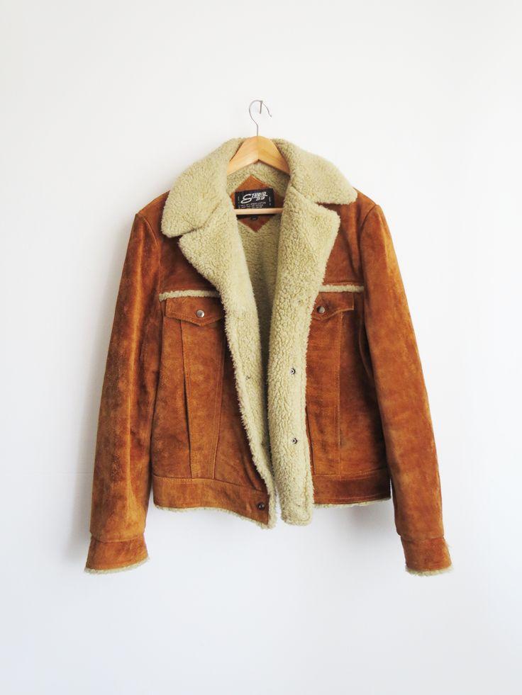 Shearling Suede Coat // 1970s Vintage Suede Jacket. Dem är väldigt fina, men inte veganska😕