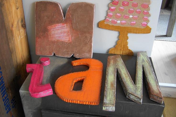 carton, lettre en carton, carboard