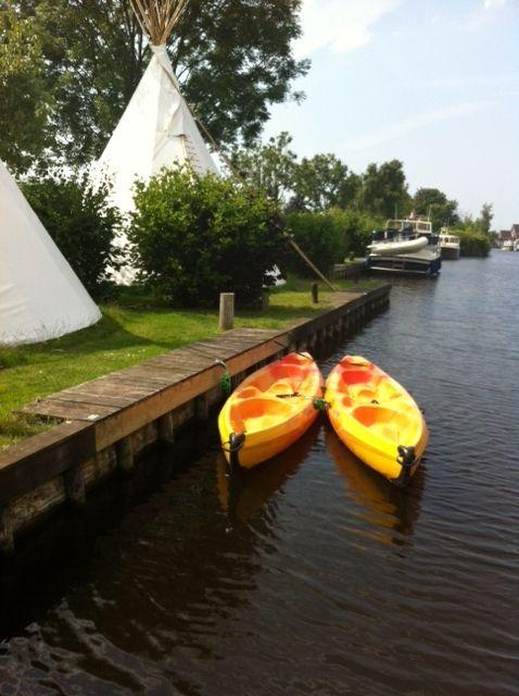 Verblijf een weekend of een (mid)week in een fantastische tipitent! Deze indianentent staat op Rekreatiepark Aalsmeer, pal aan het water van de Ringvaart nabij de Westeinderplassen en is geweldige ervaring voor zowel jong als oud. #origineelovernachten #officieelorigineel #reizen #origineel #overnachten #slapen #vakantie #opreis #travel #uniek #bijzonder #slapen #hotel #bedandbreakfast #hostel #camping #romantisch #reizen