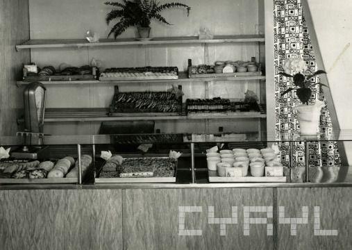 Bufet kawiarniany baru Grunwaldzkiego przy ul. Grunwaldzkiej