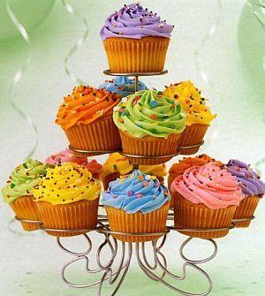 Gente, adorei as cores desses cupcakes... Além disso, quero essa torre para colocar cupcakes!!!