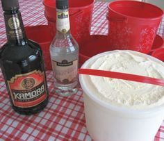 Tumbleweed: ice cream and Kahlua holiday cocktail recipe! This drink makes the best gift and is so delicious that everyone at your party will ask for the recipe.