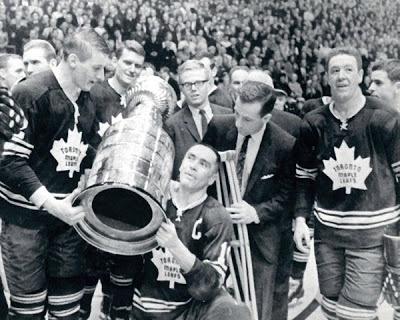 leafs stanley cup.....a VERY old photo ... lol