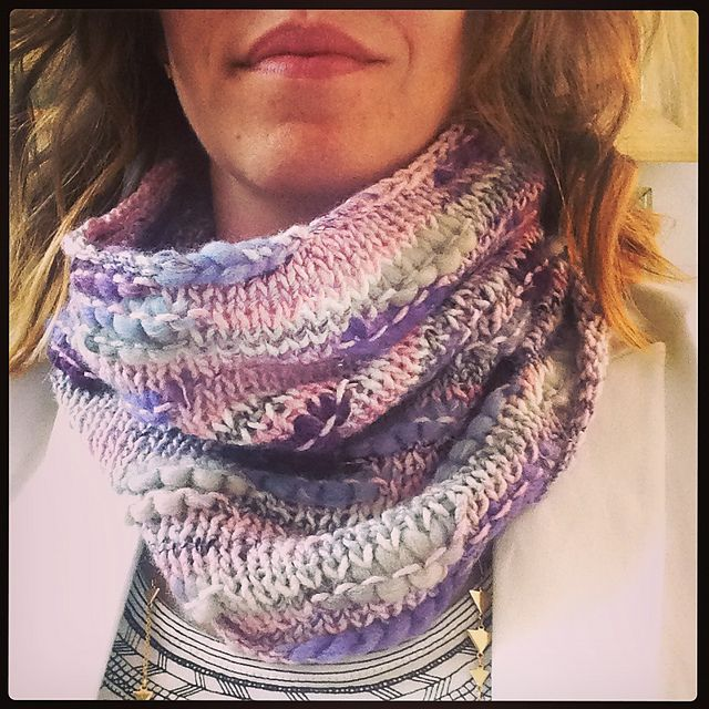 542 best images about Knitted Scarves and Cowls on Pinterest Free pattern, ...