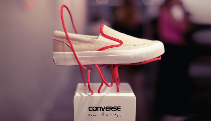 Display Converse Oscar Niemeyer by That Design Company.