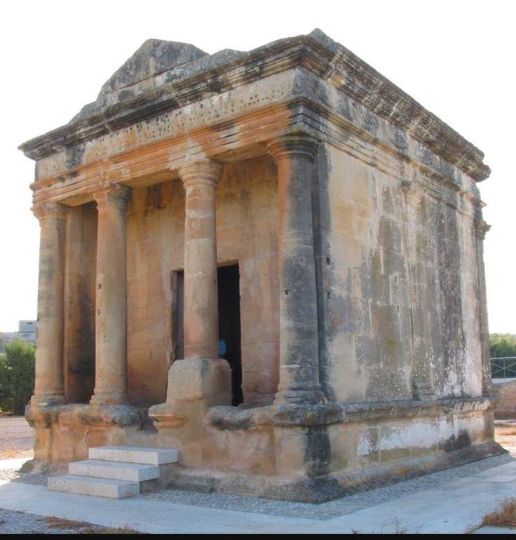 El mausoleo de Fabara  es un sepulcro romano que está situado en la orilla izquierda del río Matarraña, cerca de la villa de Fabara, en la provincia de Zaragoza. Desde antiguo, en la zona se lo conoce como Caseta dels Moros (Caseta de los Moros).  Muy posiblemente sea el monumento de este tipo mejor conservado de toda la Península. El sepulcro está situado en una zona con alta densidad de restos rurales de época romana, con varios yacimientos y villas rústicas.