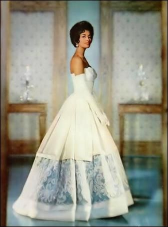 Too Black For America: 1950's Beauty Helen Williams - The First African American Fashion Model >>HELEN WILLIAMS WAS THE FIRST female African American fashion model to break into the mainstream.
