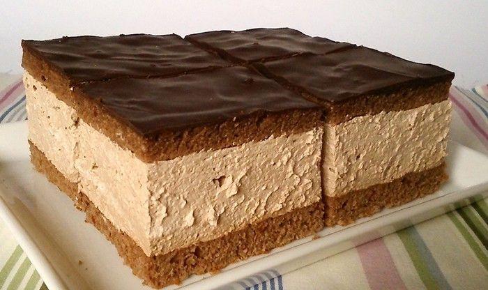 Tenké těsto, smetanově čokoládová nádivka, tenké těsto a na vrchu tmavá čokoláda. Výborná sladká dobrota. Mňam!