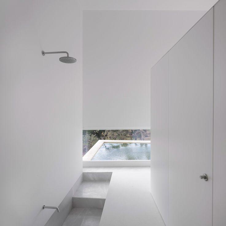 Są tu fani minimalizmu?  Jeśli tak, to ta galeria jest właśnie dla Was! Zainspirujcie się i pamiętajcie, że najlepsze elementy wyposażenia łazienki znajdziecie u nas, na  www.Viverto.pl!  #minimalizm #styl #trend #trendy #moda #modnie #idea #inspiracja #zainspirujsię #inspiracje #wow #piękno #wnętrze #wnętrza #łazienka #bathroom #wystrójwnętrz #design #dizajn #Viverto